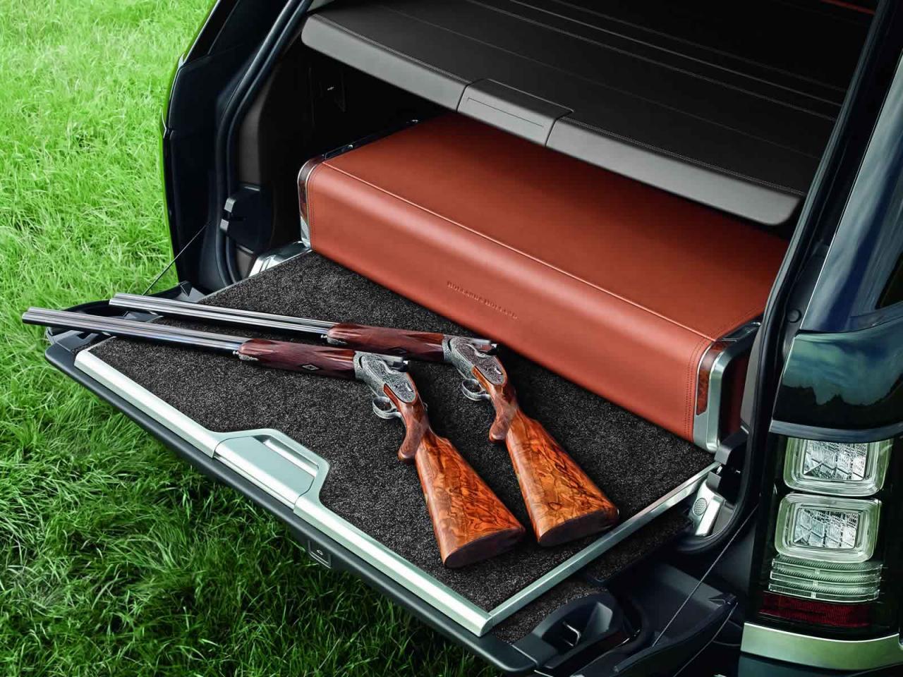 Luksuzni SUV-i radi hitro položijo orožje, ko gre za zahteven teren. A ne Range Rover Holland & Holland.