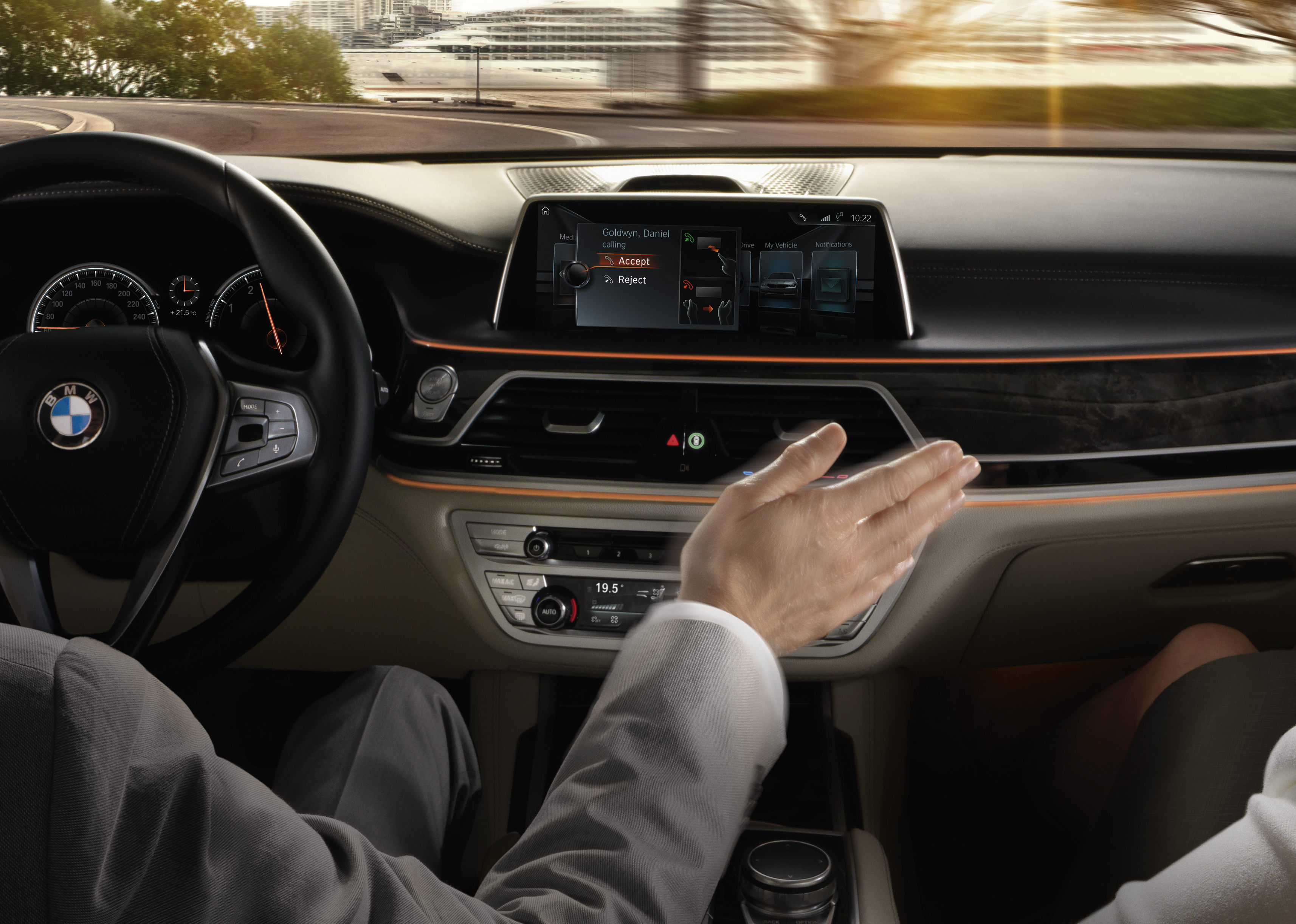iDrive Gesture Control - iDrive boste lahko upravljali tudi z gestami.