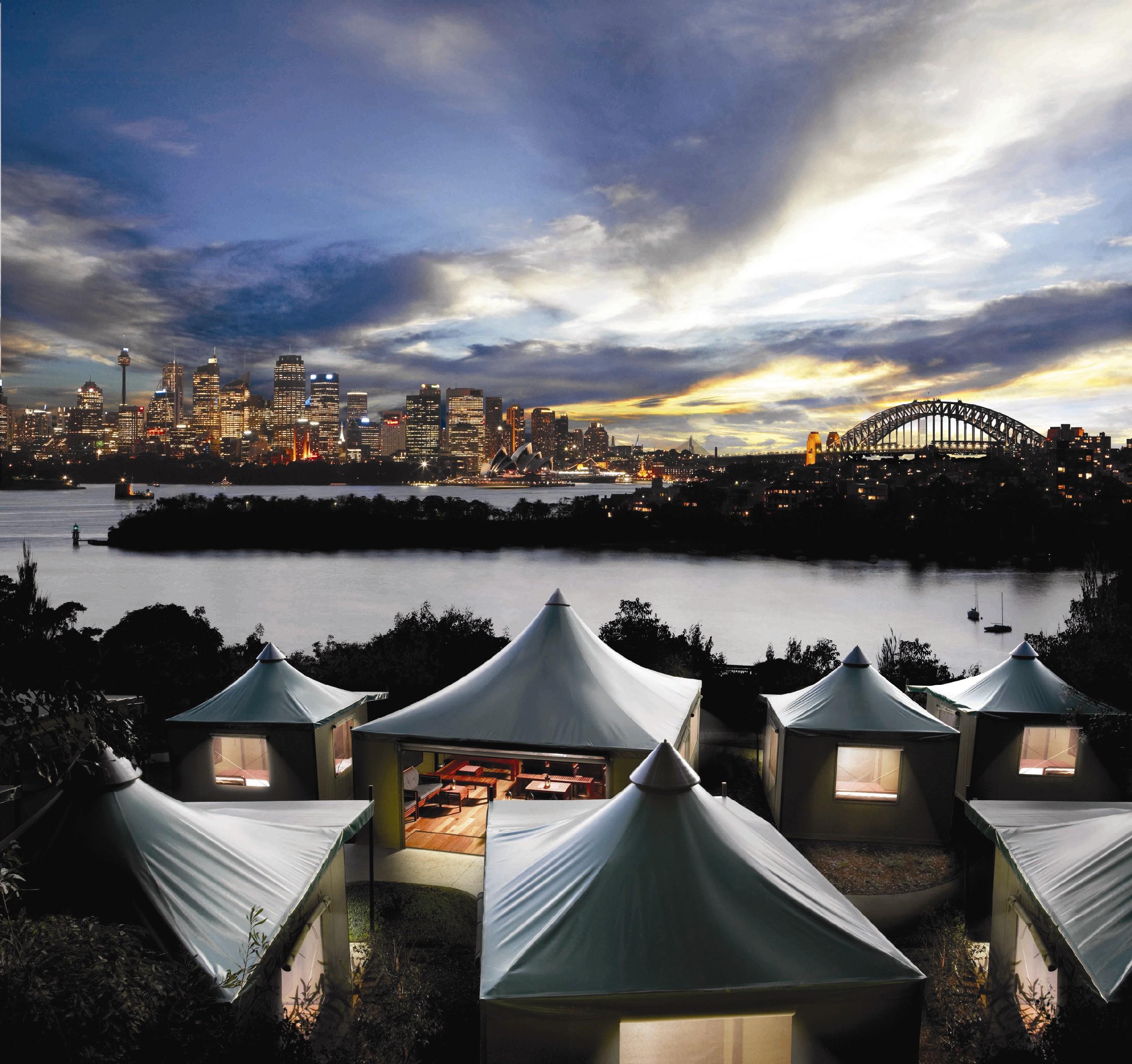 V živalskemu vrtu Taronga Zoo v Sydneyu, ki gleda na pristanišče, so na nabrežje postavili luksuzne safari šotore.
