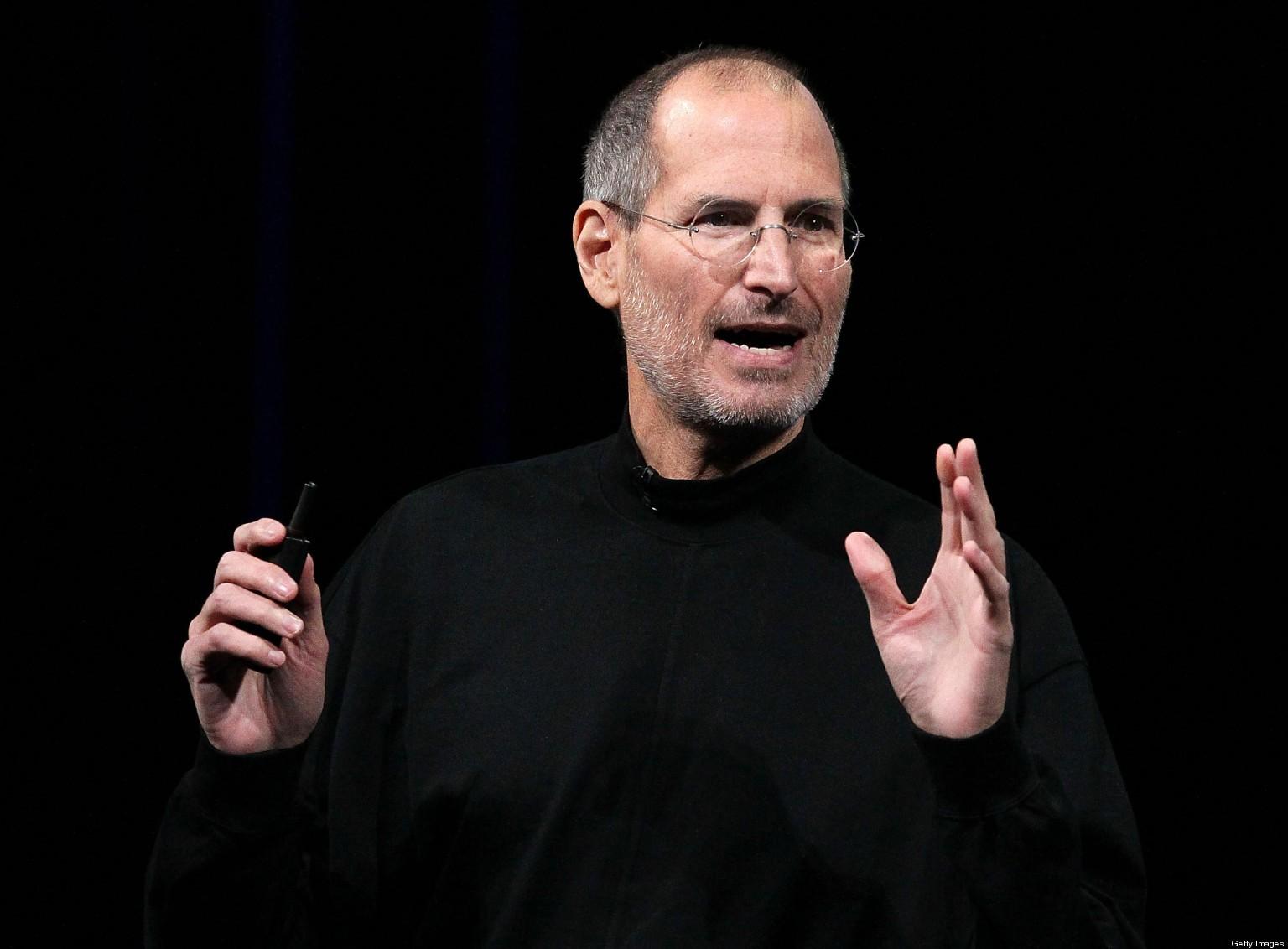 Steve Jobs in njegov legendarni pulover z visokim ovratnikom.