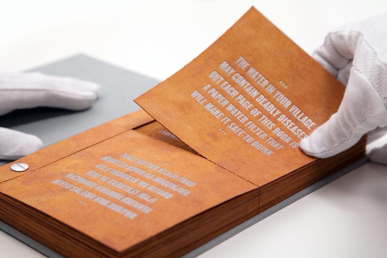 The Drinkable Book: knjiga, ki filtira vodo.