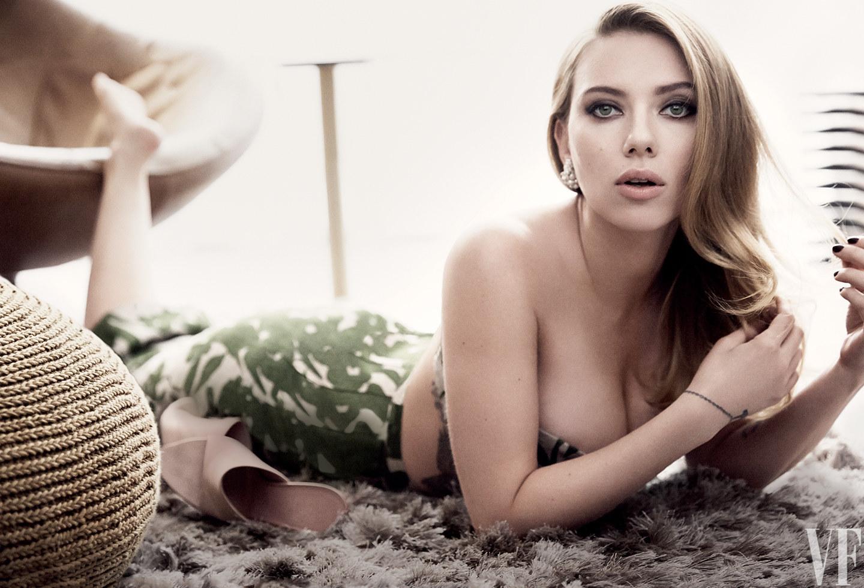 Seksi zvezdnice, med njimi tudi Scarlett Johansson, rade pokažejo svoje seksi obline.
