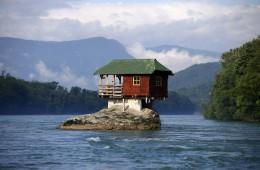 Hiša na skali