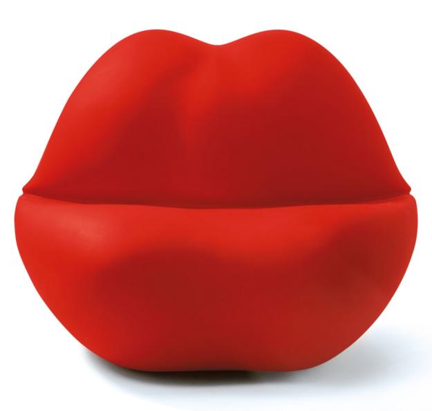 Ogromne ustnice, na katere se lahko brez skrbi usedemo