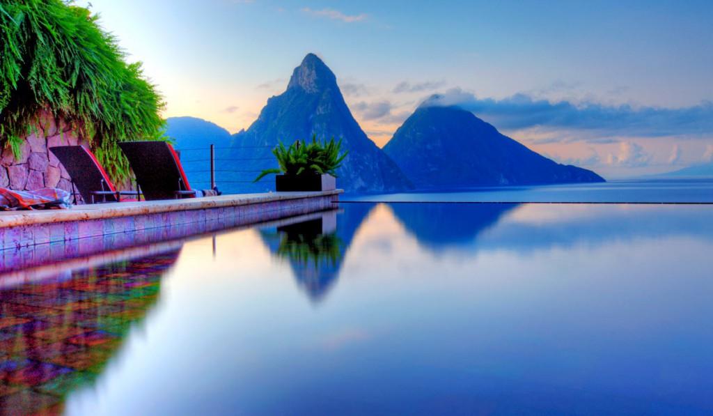 Majhen tropski otok vas bo očaral z dramatično gorsko kuliso, tropskimi deževnimi gozdovi in osamljenimi plažami.