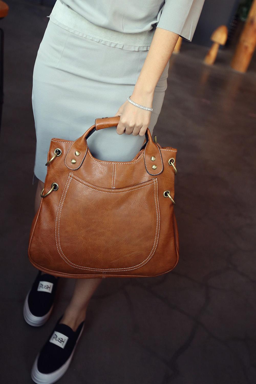 Za usnjeno torbico je potrebno pravilno skrbeti.