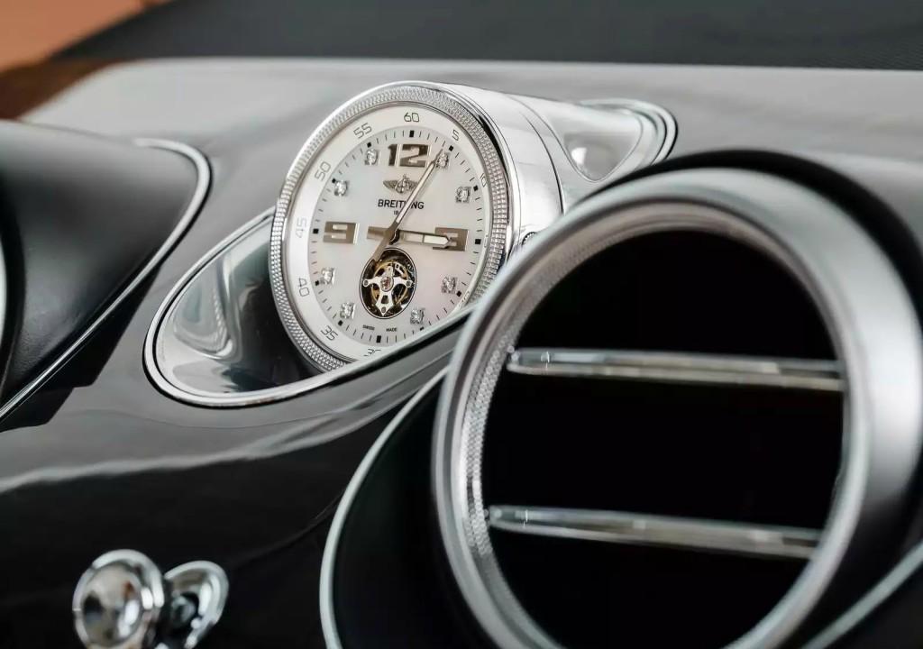Bentley z Breitling uro