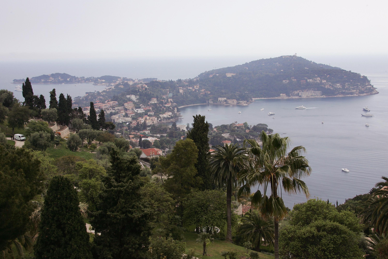 Vila ponuja razgled na elitno obmorsko mesto Saint-Jean-Cap-Ferrat.