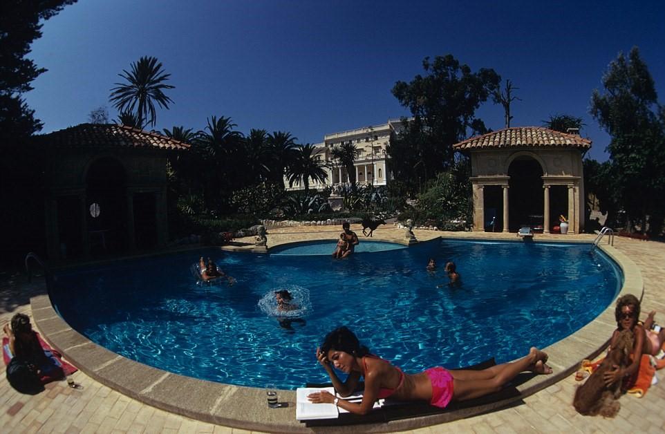 Najdražji dom na svetu ima med drugim tudi olimpijski bazen.