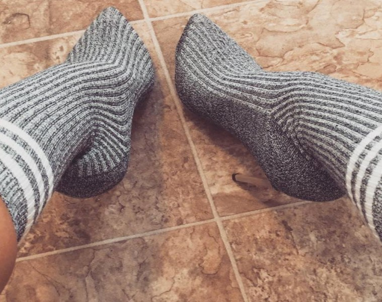 Modni trendi 2016: najbolj vroč trend so nogavice čez čevlje