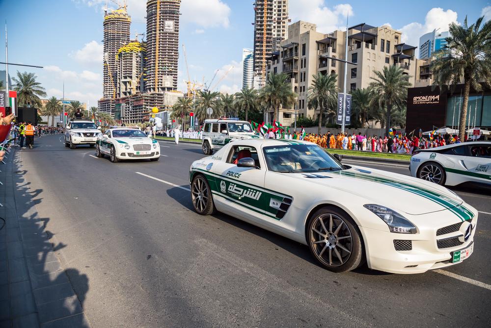 Policija v Dubaju vozi superavtomobile.