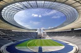 Olimpijski stadion v Berlinu je ena izmed redkih stavb, ki je preživela napade II. svetovne vojne. Od takrat so jo večkrat obnovili in danes lahko sprejme več kot 70.000 obiskovalcev.