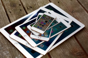 2015-ipod-iphone-ipad-stack-front