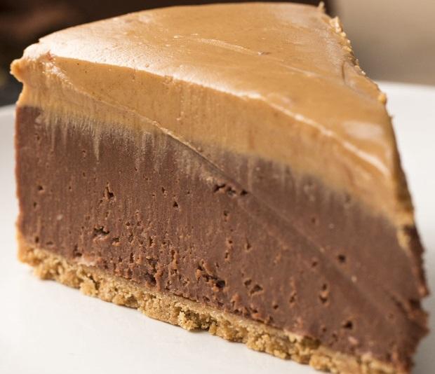 Recept: čokoladni cheesecake z arašidovim maslom brez peke