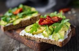 Kaj jesti za zajtrk, če želimo izgubiti odvečne kilograme?