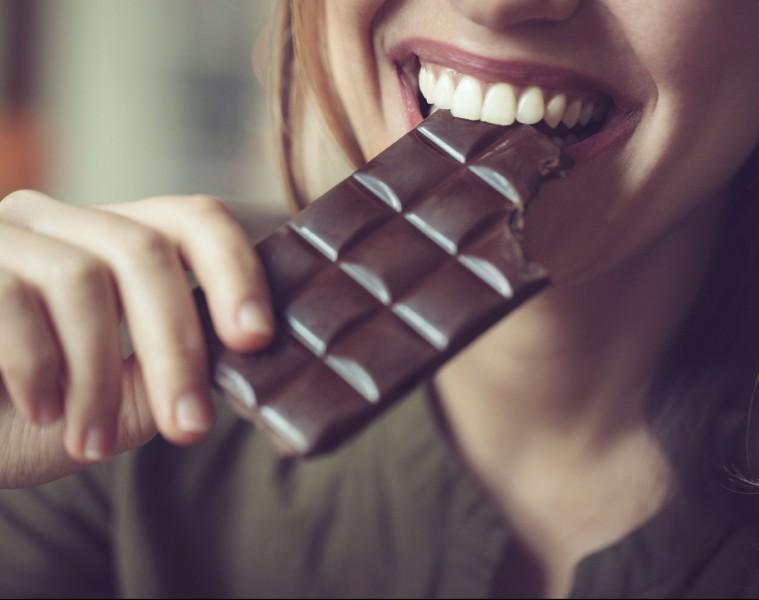 Si predstavljate, da ste za uživanje čokolade še dobro plačani?