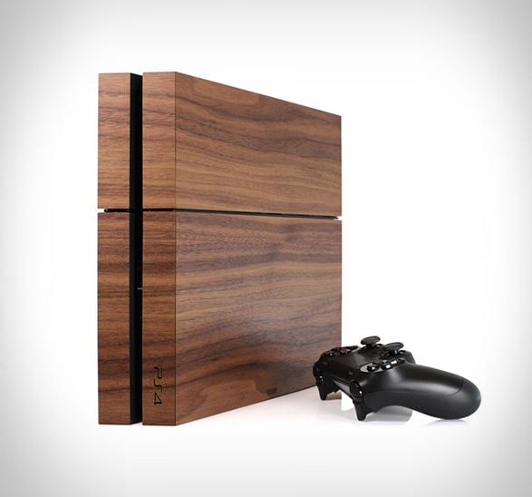 PlayStation lahko postavite pokonci ali leže.