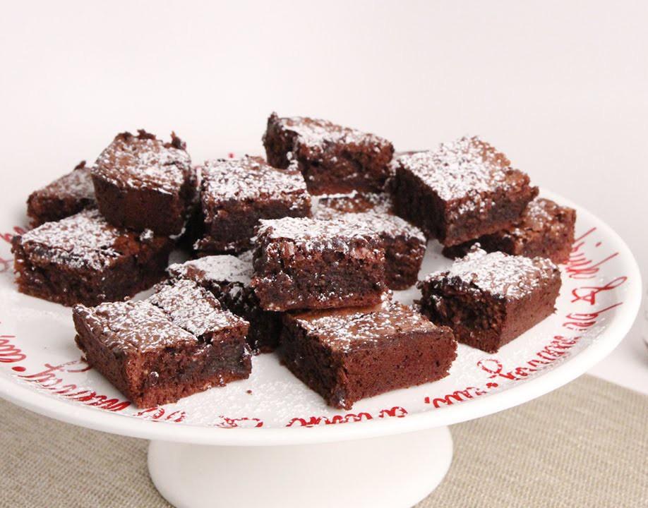 Recept: bombastični in preprosti Nutellini rjavčki (browniji)