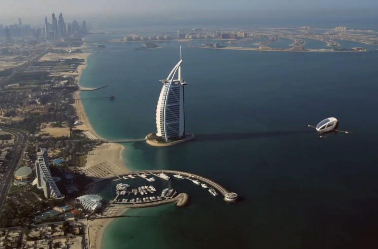 Dron za letenje nad Dubajem