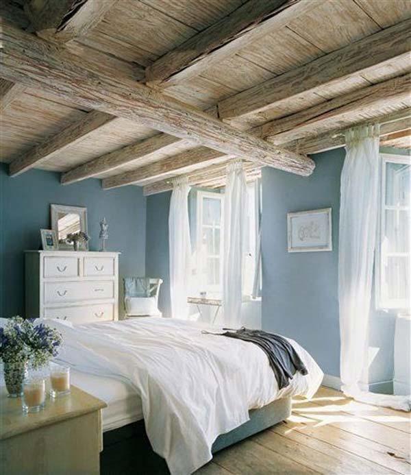 Spalnica v nežni modri barvi