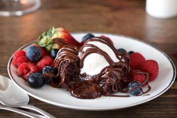 Slastna IN zdrava čokoladna tortica s tekočo sredico.