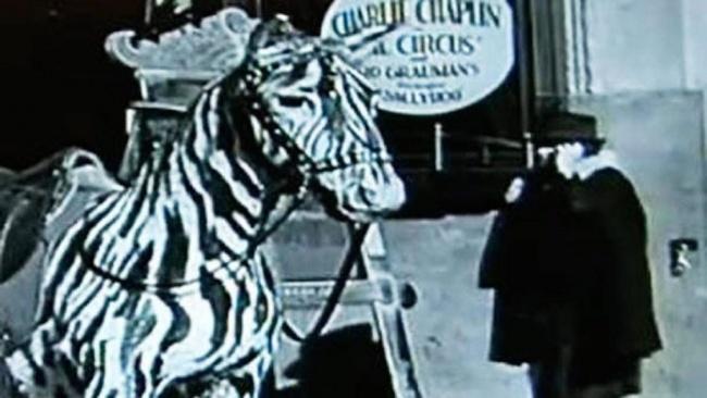 Mobilni telefon v filmu Charlieja Chaplina
