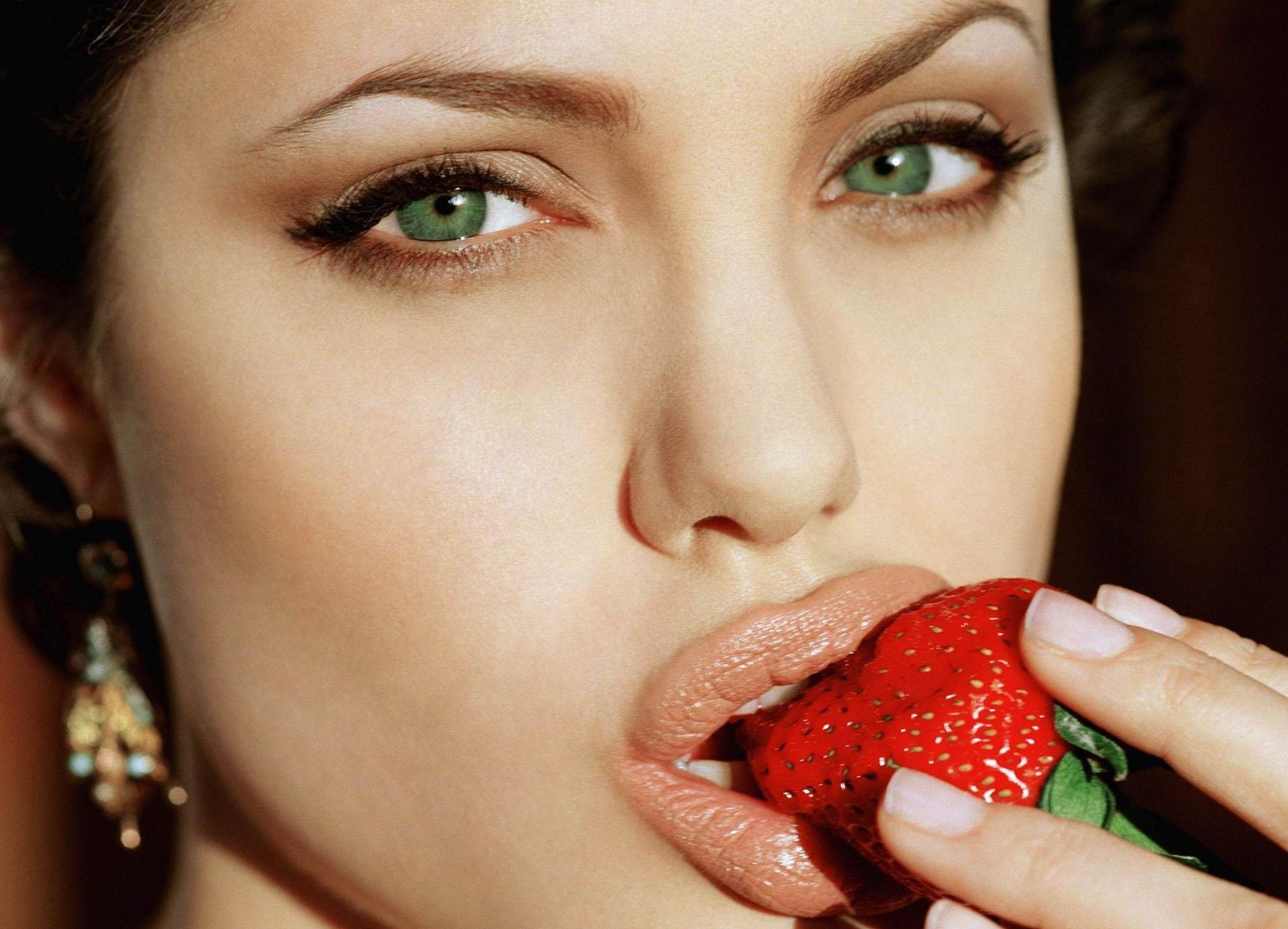 Znanstveniki pravijo, da to o tebi pove tvoja oblika ustnic