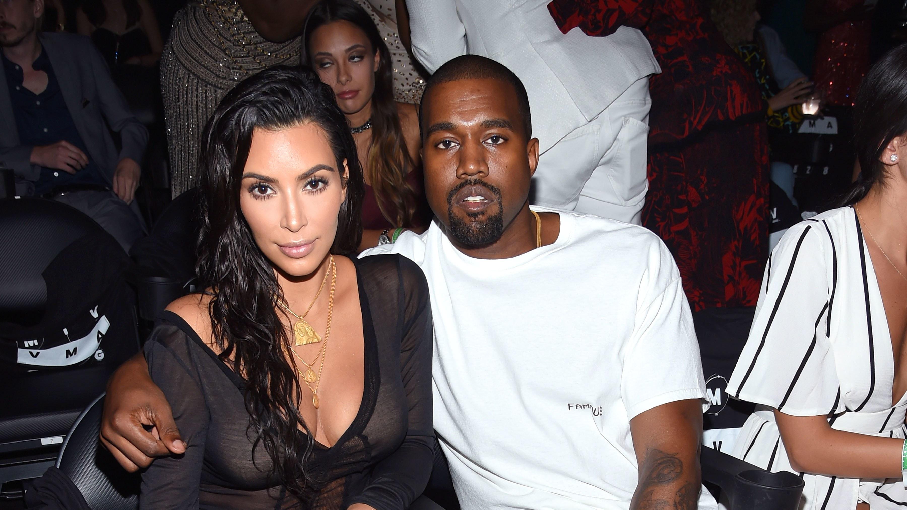 Prva, ki je imela čast nositi njegov nakit je bila njegova žena Kim.