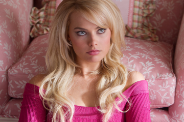 how-margot-robbie-went-from-aussie-soap-opera-star-to-blockbuster-bombshell
