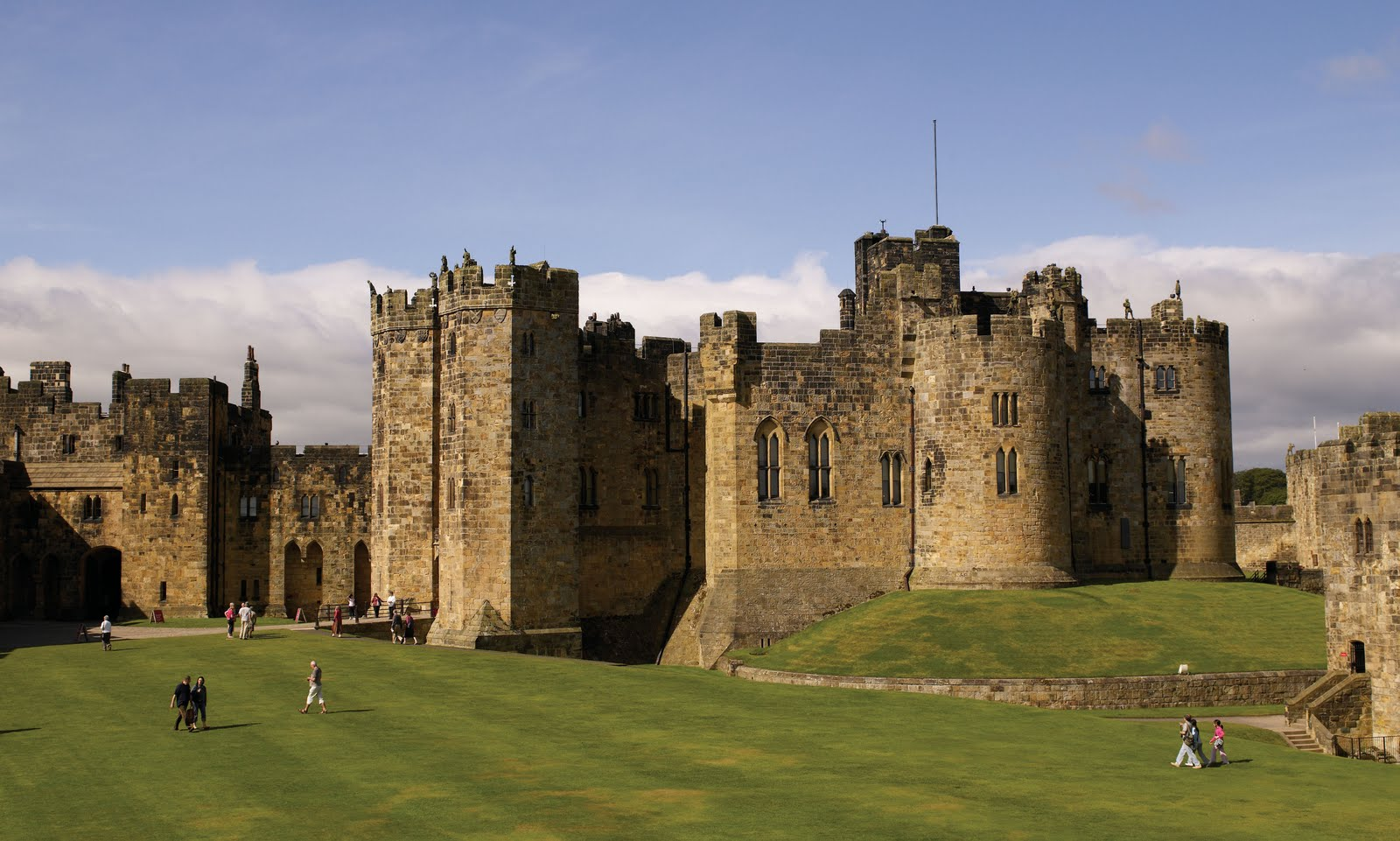 Alnwick dvorec, kjer so snemali prva dva Harry Potter filma