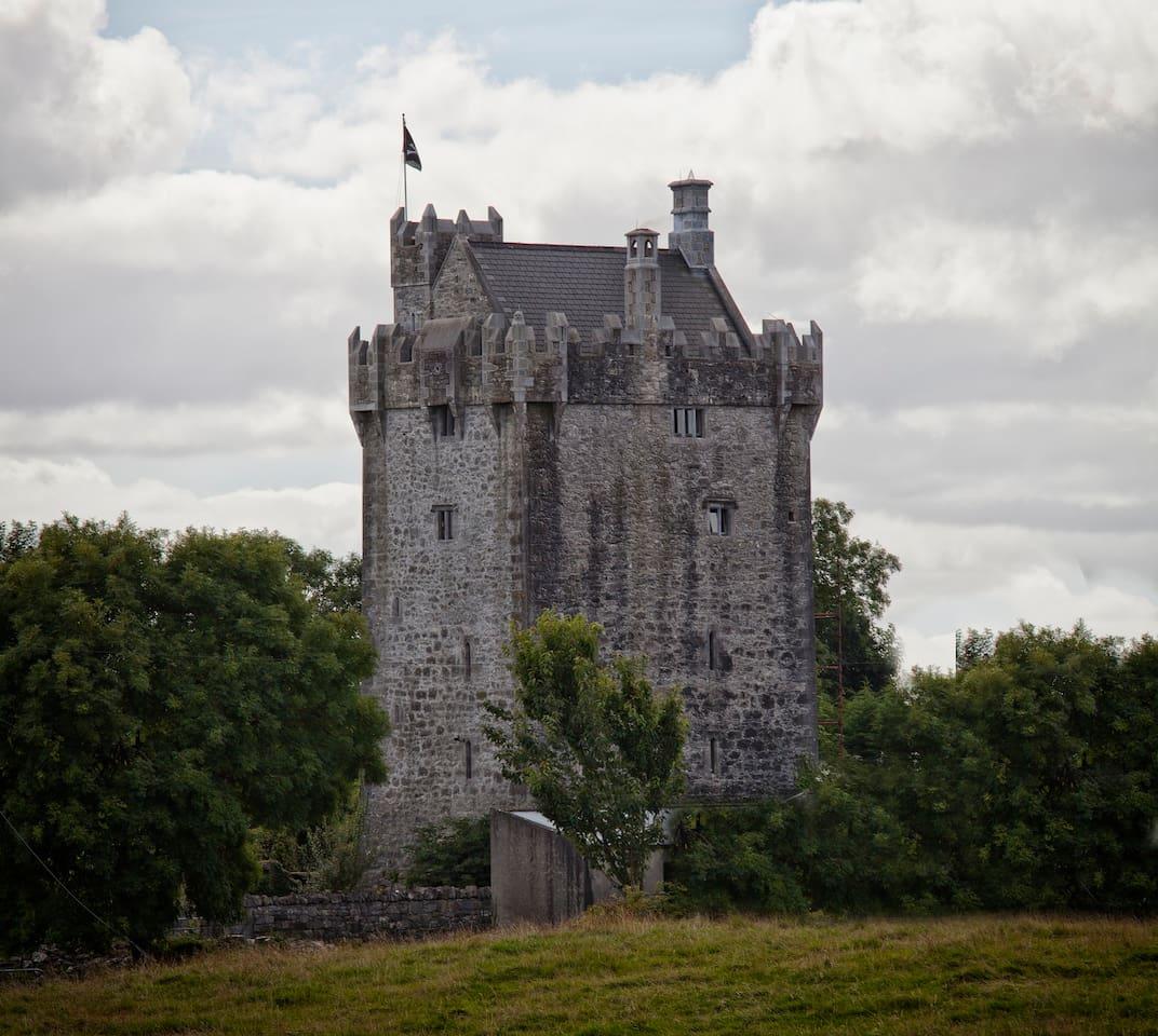 15TH CENTURY CASTLE, GALWAY (Irska)