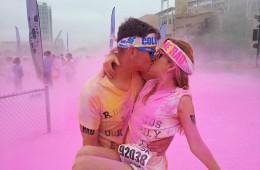 Udeležita se teka z barvami.