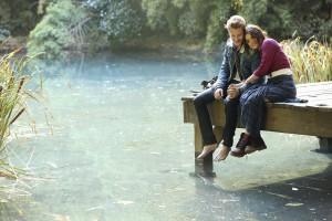 Romantičen pogovor ob jezeru