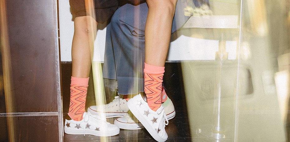 Happy Socks ponujajo barvite nogavice tako zanjo kot tudi zanj.