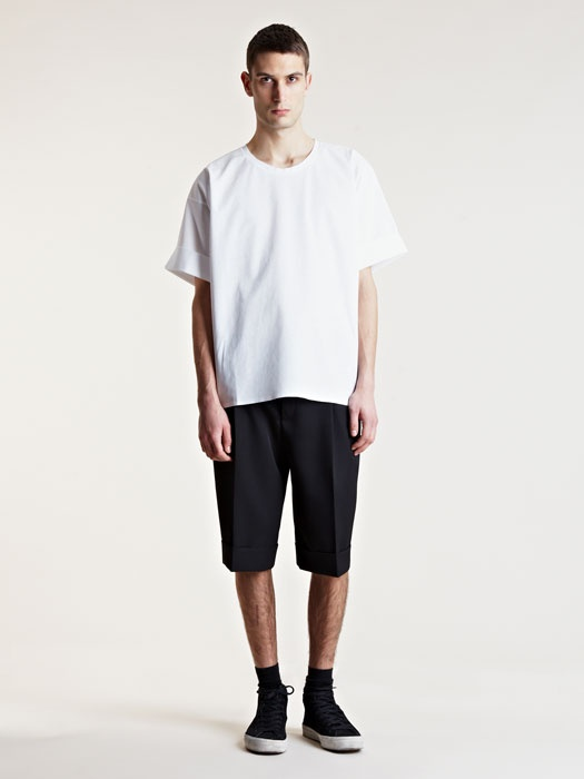 Raje oblecite preveliko majico.