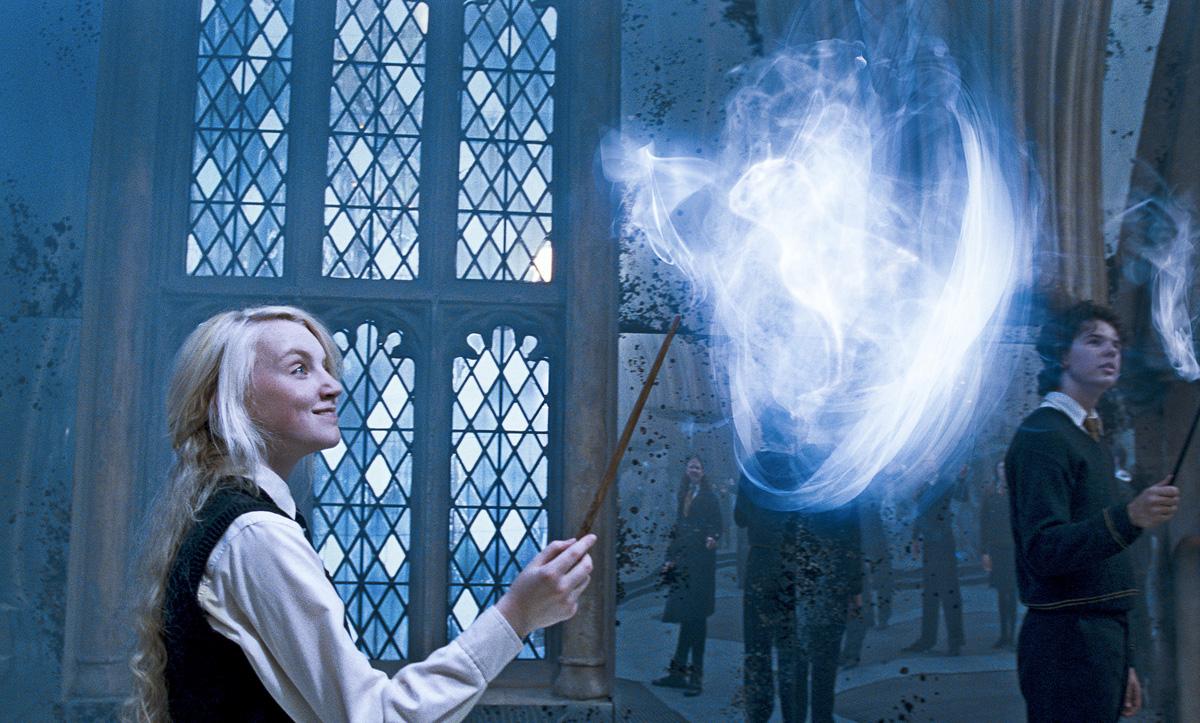 Obiščite svet čarovnikov in čarovnic.