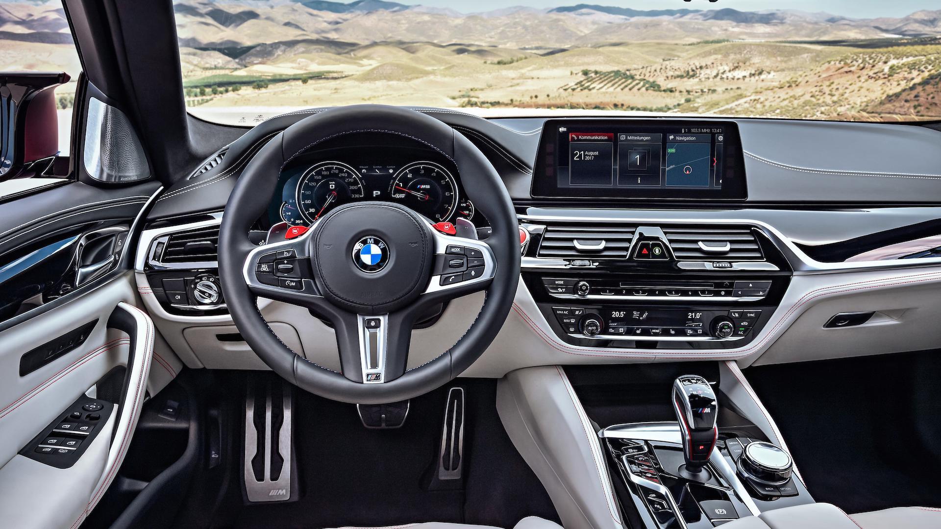 BMW M5 - Notranjost je poezija - volan pove prav vse!