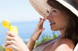 woman-applying-sunscreen (1)