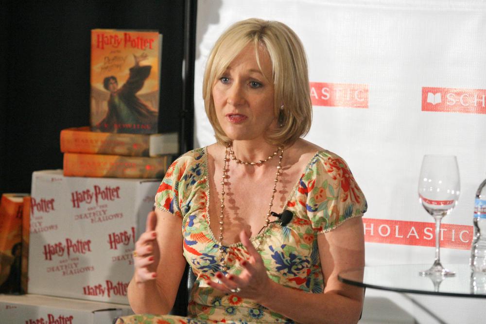 J.K. Rowling poskuša ločiti slavo od zasebnega življenja,