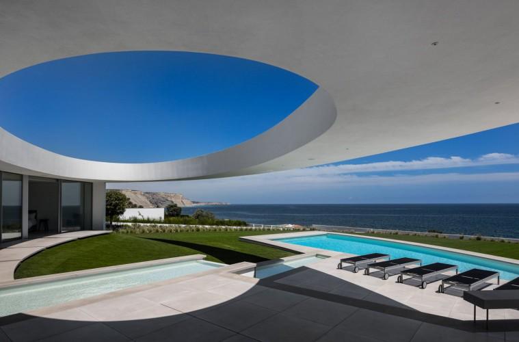 An elliptical seaside residence,  Mário Martins arhitekturni biro