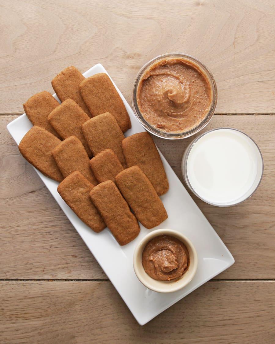 K domačim speculaas piškotom lahko postrežete tudi piškotno maslo (recept je spodaj).