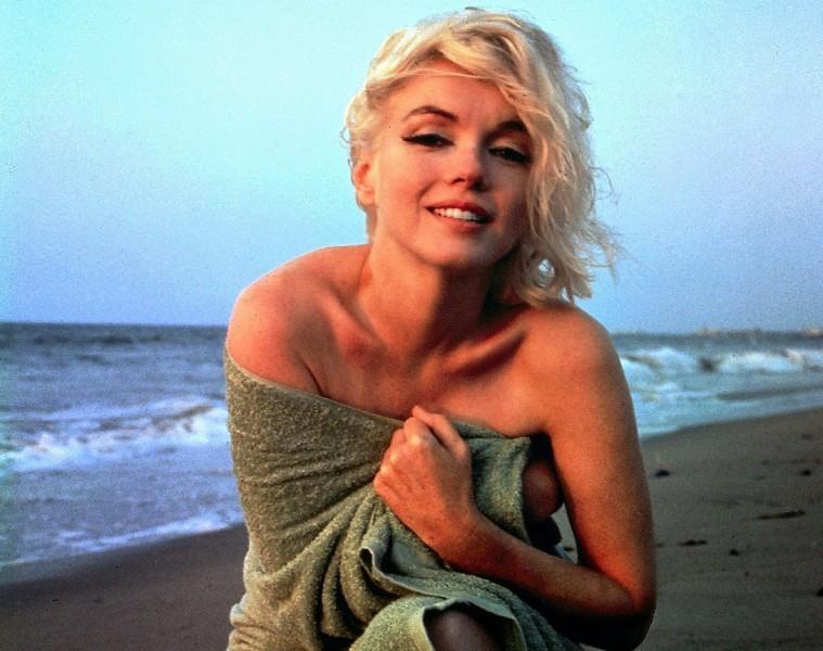 Marilyn Monroe in Green Towel by George Barris (4)
