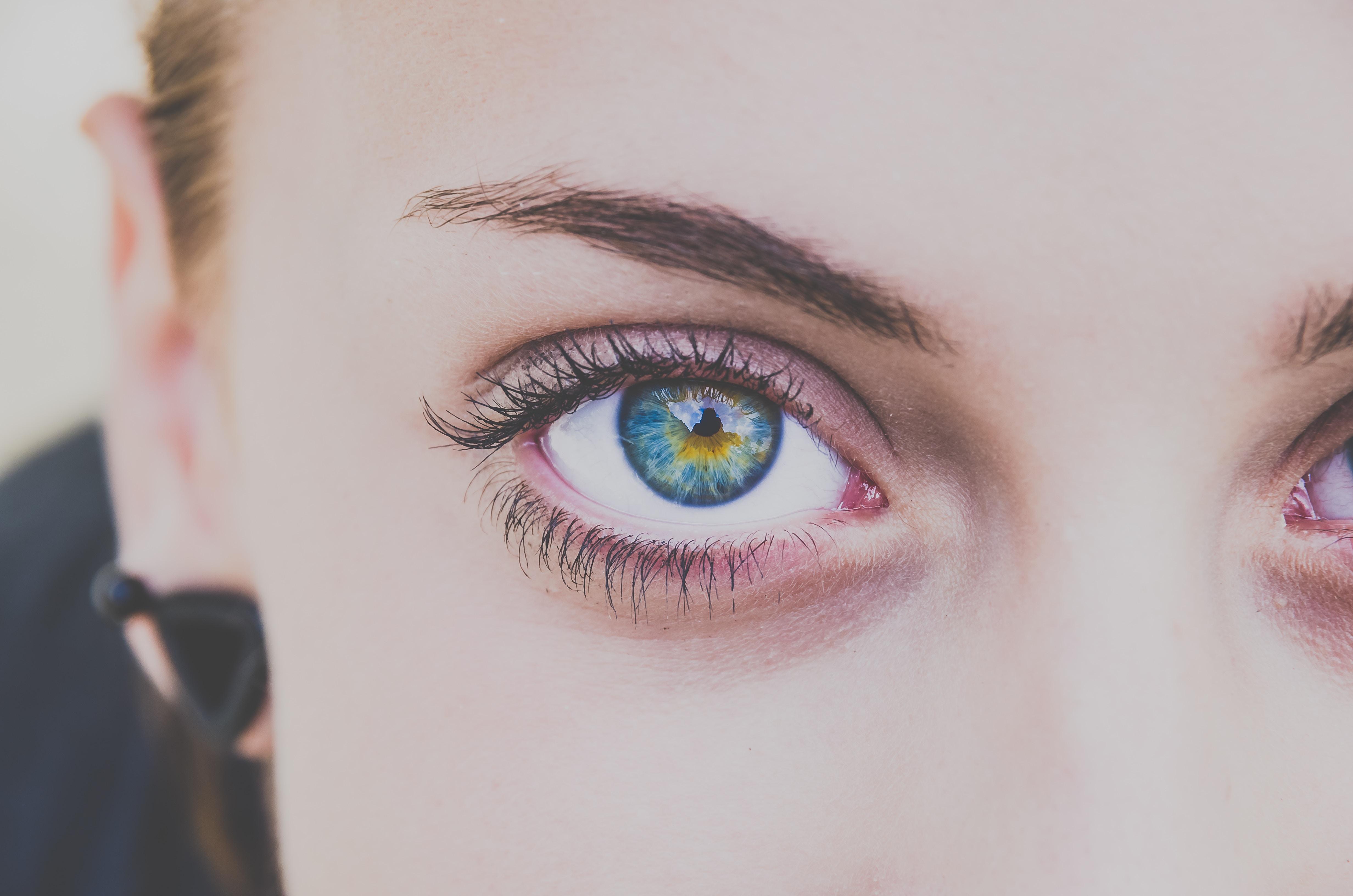 Modre oči so posledica mutacije.