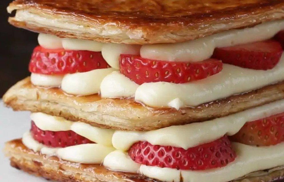 Mmmmm! Tako slastna je jagodna torta iz listnatega testa (millefeuille).