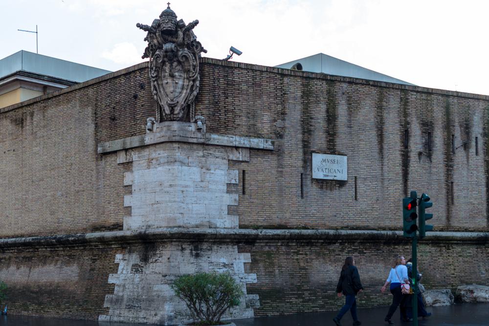 Vatikan obdaja zid.