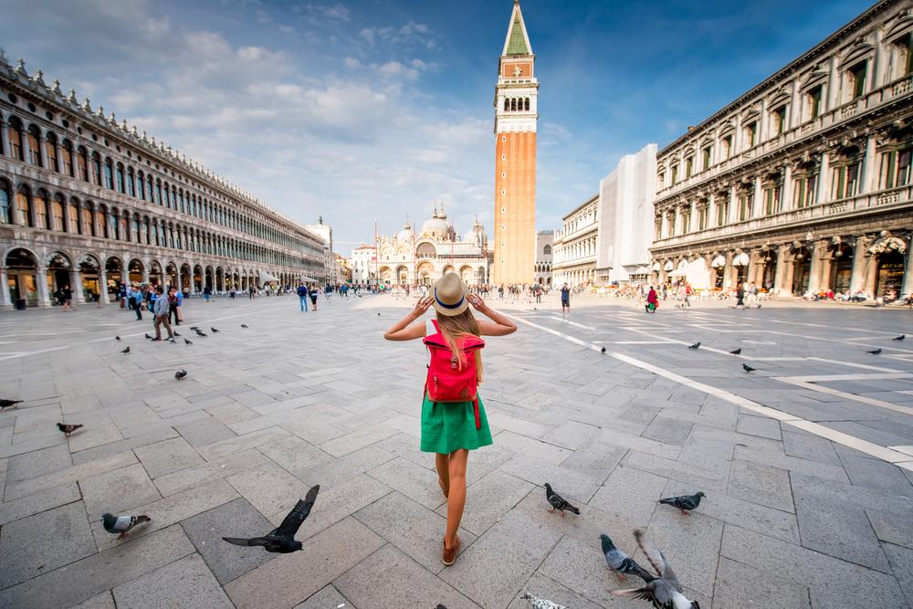 V Benetkah nikar ne hranite golobov.