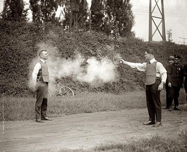 Neprebojne jopiče so testirali na moških, prostovoljcih.