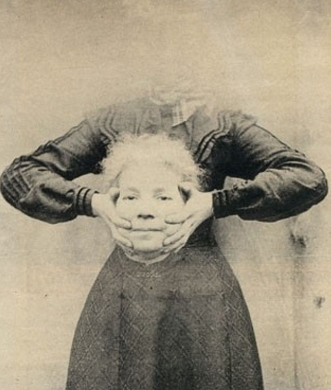 Z manipulacijo z negativi in retuširanjem so fotografi ustvarili fotografijo brez glave.