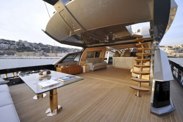6089-history-supreme-the-andpound3-billion-gold-plated-yacht