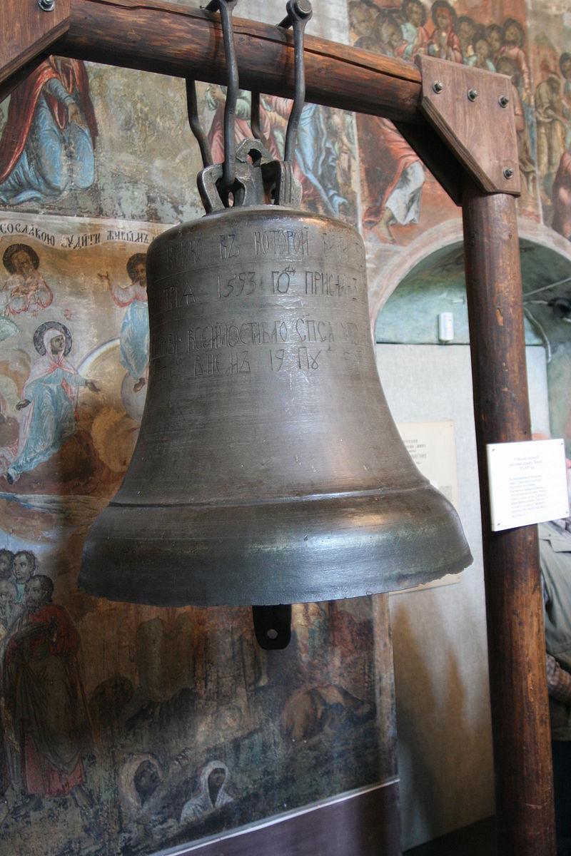 Cerkveni zvonik so izgnali.